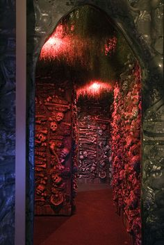 Love the ceiling treatment. Such well done lighting at this haunt. Walls of skeletons. twhaunt/Flickr  #halloween #yardhaunt