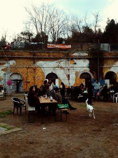 """""""Il mio posto felice"""". 5° riScatto urbano (Forte Prenestino, Roma) di @Detta Lalla. Saranno conteggiati i RT al seguente tweet: https://twitter.com/Detta_Lalla/status/376810831763099648 e i """"Mi piace"""" al seguente post:"""