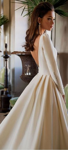 White bride dresses. Brides imagine finding the most appropriate wedding, but for this they need the ideal wedding gown, with the bridesmaid's outfits actually complimenting the brides dress. These are a variety of tips on wedding dresses.