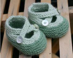 Non ho mai messo queste scarpette a nessuna delle mie figlie, lo confesso… le trovavo scomode ed inutili. Ma ora ho un irrefrenabile desiderio di farne a tonnellate! Sono così carine e morbid…