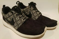 b4c76a57c453 Nike Roshe Run Winter Black White Size 12 807440-001 Mens Shoe Grey  Snowflakes