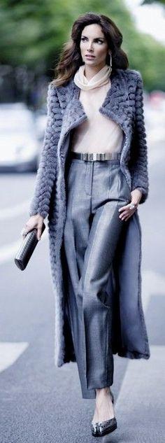 Street style in Rauchblau (Farbpassnummer 4)Kerstin Tomancok / Farb-, Typ-, Stil & Imageberatung Fur Fashion, Look Fashion, High Fashion, Winter Fashion, Womens Fashion, Fashion Trends, Classic Fashion, Fashion Spring, Paris Fashion