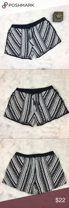 Chelsea Flower Embroidered Black & White Shorts Chelsea Flower embroidered black & white shorts. Size medium. Approximate measurements flat laid are 13' waist and 3' inseam. Waist band has elastic and a working draw string. GUC with a few thread pulls. ❌No trades ❌ Modeling ❌No PayPal or off Posh transactions ❤️ I 💕Bundles ❤️Reasonable Offers PLEASE ❤️ Chelsea Flower Shorts