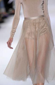 High Fashion, Fashion Beauty, Womens Fashion, Catwalk Fashion, Fashion News, Spring Fashion, Style Fashion, Dress Skirt, Dress Up