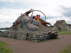 World's Largest Lobster Shediac, New Brunswick, Canada lays claim to being the lobster capital of the world, and what better place then to find the World's Largest Lobster. New Brunswick, Attraction World, My Adventure Book, Canada Images, Roadside Attractions, Prince Edward Island, Canada Travel, Entryway, Viajes