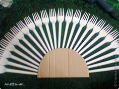 Here is a super cute ideato make a decorative fan from plastic forks. You don't have to use new plastic forks. It's actually a great way to recycle used forks from parties. With a little bit of creativity and patience, you can give used plastic forks new life and turn …