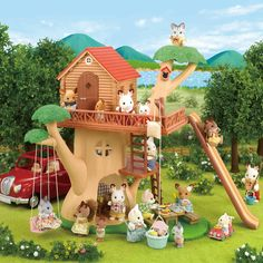 This Calico Critters Adventure Tree House Playset offers 3 levels toy tree house for Calico Critters toy animal figurines, and tons of fun activities for both little animals and their young owners. Kids Store, Toy Store, Sylvanian Families Casa, Calico Critters Families, Tree Stem, Toy Trees, House Gifts, Toys Online, In The Tree