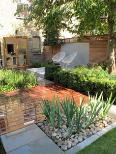 Beautiful Simple & Fresh Small Backyard Garden Design Ideas - Page 33 of 65 Small Backyard Design, Small Backyard Gardens, Small Backyard Landscaping, Backyard Garden Design, Small Gardens, Patio Design, Backyard Patio, Landscaping Ideas, Backyard Ideas