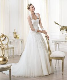 http://vestidosdenoviasencillos.com/2014/01/14/vestidos-de-boda-con-manga/
