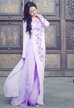 Ao dai, Vietnamese traditional dress - Visit http://asiaexpatguides.com to make the most of your experience in Vietnam!