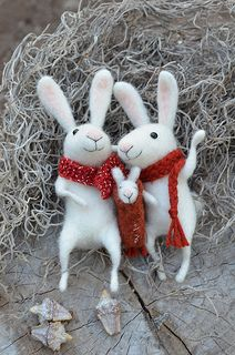 Bunny Family - Felted Ornament - made to order Needle Felted Cat, Needle Felted Animals, Felt Animals, Felt Bunny, Felt Fairy, Felt Mouse, Arte Popular, Little Doll, Felt Dolls