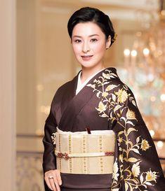 Kimono Japan, Japanese Kimono, Yukata, Japan Woman, Japanese Beauty, Japanese Culture, Movie Stars, Beautiful Women, Sari