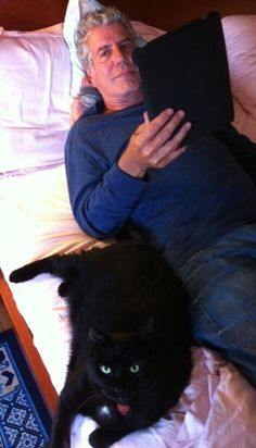 """Chef and writer, Anthony Bourdain, chilling with his cat. For more Bourdain, go to my board called """"Bad Boy Anthony Bourdain"""". Crazy Cat Lady, Crazy Cats, I Love Cats, Cool Cats, Patricia Highsmith, Canis, Celebrities With Cats, Celebs, Men With Cats"""