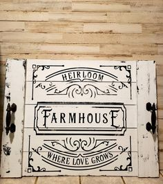 Farmhouse Kitchen Tables, Country Farmhouse Decor, Wooden Kitchen, Farmhouse Ideas, Country Kitchen, Stove Top Cover, Stove Covers, Noodle Board, Rustic Kitchen Design