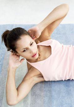 6 einfache aber effektive Bauchübungen - Die Bauchmuskeln brennen, aber halten Sie durch - es lohnt sich! Ein flacher Bauch ist zwar mit viel Training verbunden, denn ohne gezielte Bauchübungen und gesunde Ernährung wird das nichts...