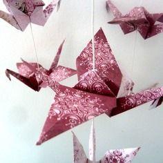 Mobile vintage en origami 15 grues - bordeaux et rose pâle- décoration murale chambre bébé fille, enfant - cadeau de naissance