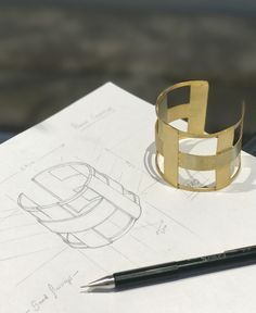 Sketching. #bracelet #goldplated #linealcollection #jewellery #clossmadrid