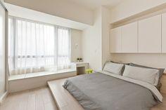 dormitorio matrimonial moderno con macetas pequeñas