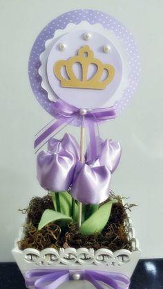 Cachepo em mdf, 4 tulipas de tecido cetim, topper com 12 cm de diametro.  Fazemos em outras cores também, conforme a sua necessidade.
