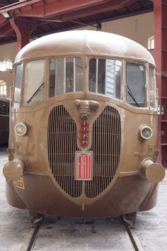 Quirky Rides (@QuirkyRides) | Twitter Diesel Locomotive, Steam Locomotive, Old Steam Train, Train Art, Rail Car, Train Pictures, Old Trains, Model Train Layouts, Bus
