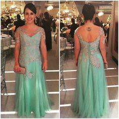 Fernanda Souza, que apareceu por aqui há pouco tempo vestida de noiva, agora em look madrinha verde menta com renda prata - mistura linda!  #festasdacarol @fernandambsouza