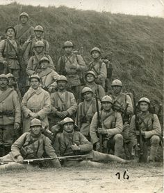 Detail, right side - Platoon of the French 40e IR. Fought at Verdun in 1916 as well as the Macedonian Front against Bulgaria.