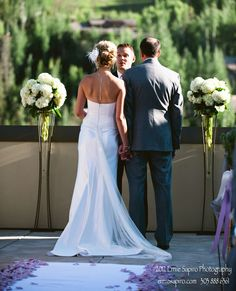 Another gorgeous #summer #wedding @Mandy Dewey Seasons Resort Vail on our 1024 terrace. Views of the #mountain will stun you and your guests! Photography © Ernie Sapiro