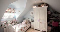 I've long had a thing for Modern Country attic bedrooms. Whether they are the result of a full-scale loft conversion, or simply the delicio. Cosy Bedroom, Bedroom Loft, Girls Bedroom, Childrens Bedroom, Bedroom Suites, Pretty Bedroom, Bedroom Modern, Attic Renovation, Attic Remodel
