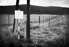 https://flic.kr/p/kSiNti   Border ,Südböhmen Grenze 1962 DDR nach Tschechien   Grenzzaun an der DDR Grenze nach Tschechien 1962 im Zittauer Gebirge.Der Zaun kam 1971 weg.