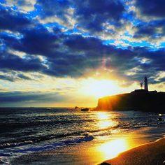 【nt.st.1214】さんのInstagramをピンしています。 《あけましておめでとうございます。 初日の出と言いたいところですが、昨日の朝のの写真です。😅 #初日の出#犬吠埼 #銚子#日の出#元旦#正月#風景#海#空#雲#灯台#太陽》