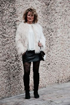 Muy buenos días! http://www.diseneitorforever.es/hairstyle-cozy-pelos-rizos-encaje/ #outfit #outfitoftheday #look #lookoftheday #fashion #fashionblogger #style #styleblogger