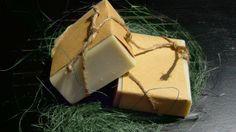 """*SAPO-VERDE*: Olio di Oliva saponificato (Sodium Olivate) Olio di Arachide saponificato (Sodium Peanutate) The verde al gelsomino Olio essenziale di Green Lime Olio essenziale di Finocchio   Sapone liscio e compatto dal profumo che regala freschezza a chi lo tocca con mano! Il Finocchio, caldo e dolcemente terroso e il Lime, acidulo e frizzante, rendono questo sapone """"anti-stress"""" e """"anti-pigrizia""""."""