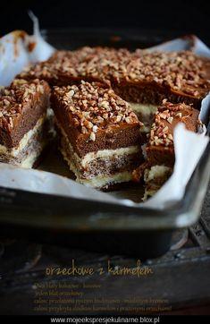 Orzechowe ciasto przekładane z karmelem