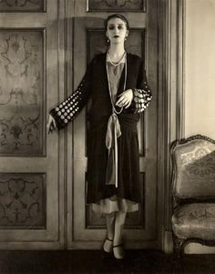 about 1927 -spotted sleeves topper over dress - Marion Morehouse photographed by Edward Steichen in 1927 Edward Steichen, 20s Fashion, Fashion History, Fashion Models, Vintage Fashion, 1920s Inspired Fashion, Vintage Glamour, Vintage Beauty, Vintage Photographs