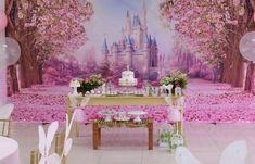 Para comemorar o aniversário de 1 ano de Júlia, a festeira Rubia de Lima montou uma mesa delicada, cheia de detalhes em tons de verde e rosa. Inspire-se!
