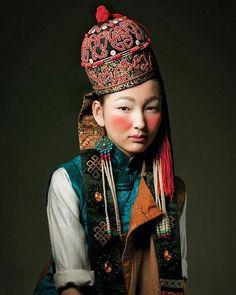 #hats #hatterist #headwear #headress #beauty #eyes #lips #milinery #dope #tradition #fresh #makeup#tibet