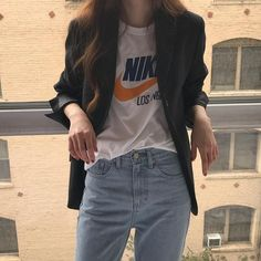 There are 4 ways to look beautiful and stylish 'max' T-shirts that she … – Miracles from Nature Korean Girl Fashion, Korean Fashion Trends, Korea Fashion, Asian Fashion, Look Fashion, 90s Fashion, Daily Fashion, Fashion Outfits, Mode Simple