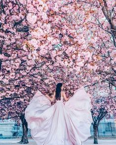 Spring Photography, Fantasy Photography, Girl Photography, Creative Photography, Fashion Photography, Fancy Wedding Dresses, Book 15 Anos, Princess Aesthetic, Fantasy Dress