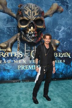 "Actor Johnny Depp at the Premiere of Disney's and Jerry Bruckheimer Films' ""Pirates of the Caribbean: Dead Men Tell No Tales,"" at the Dolby Theatre in Hollywood, CA with Johnny Depp as the. Get premium, high resolution news photos at Getty Images Jerry Bruckheimer, Pirate Movies, Johnny Depp Pictures, Here's Johnny, Johnny Depp Movies, Johny Depp, Captain Jack Sparrow, Pirate Life, Dead Man"