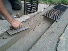 Diy concrete drain for garden Drainage Grates, Gutter Drainage, Backyard Drainage, Landscape Drainage, Backyard Landscaping, Driveway Drain, Pinterest Foto, Garage Boden, Trench Drain
