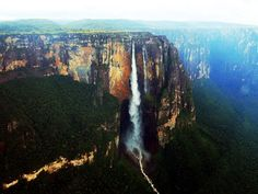 Las cataratas del Paraíso que aparecen en la peli Up están inspiradas en la catarata el Salto Ángel en Venezuela. Esta catarata de 807 metros de altura se lleva el récord de ser el salto de agua más alto del mundo.