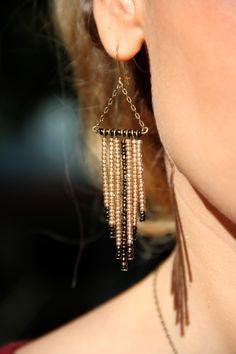 """Boucle """"Serena"""" 22€ Création unique entièrement fait main Perles de rocaille bronze et doré Métal couleur bronze"""
