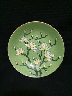 "Vintage Japanese Porcelain Ware Hong Kong Small 5.5"" Bowl Green White Flowers #Vintage #Japanese #Porcelain #Bowl #Flowers"