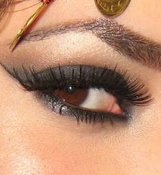 This sexy gypsy eye look is dark and beautiful. Perfect for a flirty night out! Love Makeup, Beauty Makeup, Makeup Looks, Hair Makeup, Hair Beauty, Makeup Ideas, Gypsy Eyes, Gypsy Soul, Beauty Guide