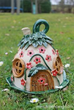 Lichterhäusel - All About Clay Projects, Clay Crafts, Diy And Crafts, Clay Fairy House, Fairy Garden Houses, Polymer Clay Fairy, Cute Polymer Clay, Castle Crafts, Clay Jar