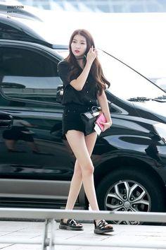Kpop Fashion, Girl Fashion, Womens Fashion, Airport Fashion, Korean Fashion, Gfriend Sowon, Fandom, Exotic Beauties, G Friend