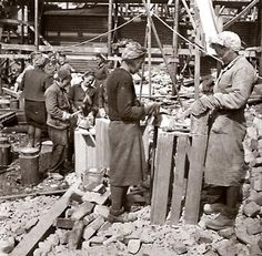 Finnish women helped the war effort in many ways. In this photograph they are cleaning the brick for re-use in construction after the bombing of Jyväskylä. History Of Finland, Finnish Women, Half The Sky, Night Shadow, Fight For Us, Pula, Red Army, Women In History, World War Two