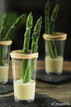 Espárragos con aliño de parmesano - L'Exquisit