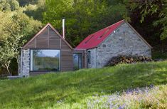 You will never guess what this dilapidated shepherd's cottage looks like now Bungalow Renovation, Barn Renovation, Irish Cottage, Farm Cottage, Contemporary Cottage, Modern Cottage, Hopkins Architects, Scottish Cottages, Cottage Extension