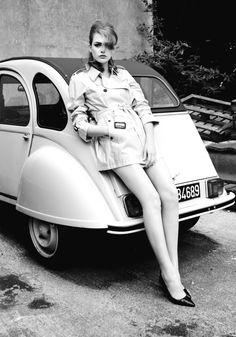 Vintage look, Black & white, mini trench, car